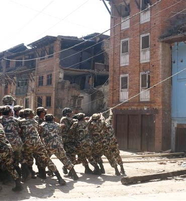 Nepal-earthquake-Military-personnel-take-down-damaged-house